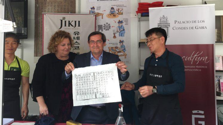 El presidente de la Diputación, José Entrena, ha presentado este sábado esta antigua imprenta. Foto: aG | Dipgra