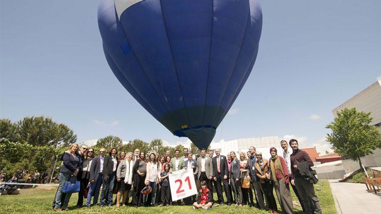 -Como en otras ediciones, el gran experimento público, que este año ha estado dedicado a 'El globo aeroestático: Montgolfier en el S. XXI', ha sido una de la experiencias de mayor éxito. Foto: aG