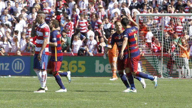 El Granada CF celebra uno de los goles de Suárez en Los Cármenes. Foto: Álex Cámara