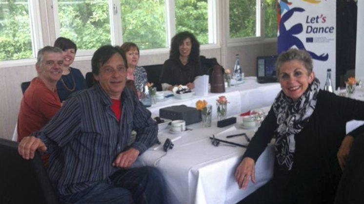 El proyecto financiado por la Unión Europea finalizará con el montaje del espectáculo surgido del trabajo de los diferentes grupos participantes y ya se comienza a diseñar en esta reunión de Bremen. Foto: aG