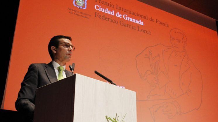 El alcalde de Granada, Francisco Cuenca, durante su intervención. Foto: Álex Cámara