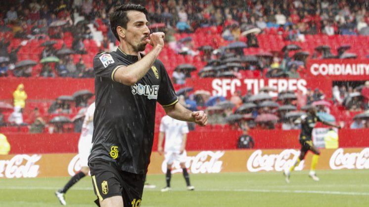 Cuenca celebra su primer gol, al filo del descanso. Foto: Álex Cámara