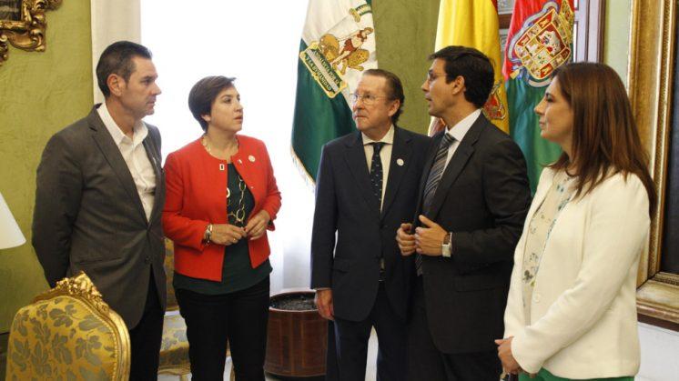 El encuentro se ha celebrado este jueves en el Ayuntamiento de Granada. Foto: Álex Cámara
