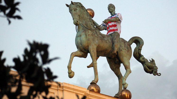La escultura 'El Instante preciso' del Ayuntamiento ha formado parte de la campaña. Foto: Ferminius.es