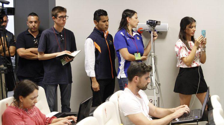 Medios mexicanos se han desplazado hasta Granada para seguir la presentación. Foto: Álex Cámara