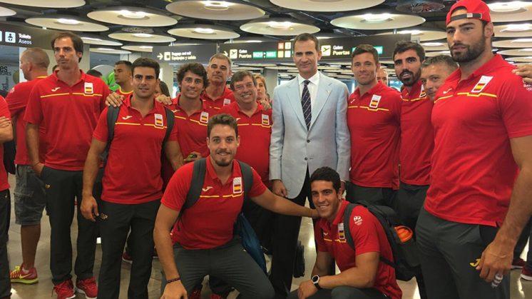 El equipo español de Rugby Seven, con los dos granadinos, junto al Rey Felipe VI. Foto: Twitter