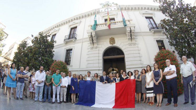 La Plaza del Carmen ha guardado silencio durante un minuto por las víctimas del atentado de Niza. Foto: Álex Cámara