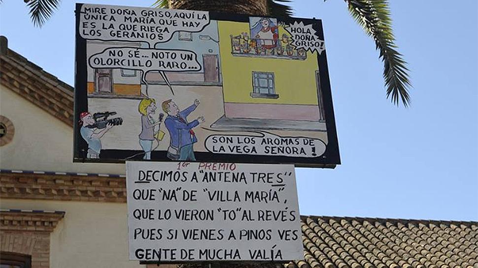 Ahora granada una caroca sobre un pol mico reportaje de for Antenas parabolicas en granada