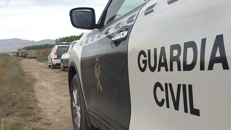 Efectivos de la Guardia Civil se han personado en el lugar de los hechos para evitar altercados. Foto: Luis F. Ruiz