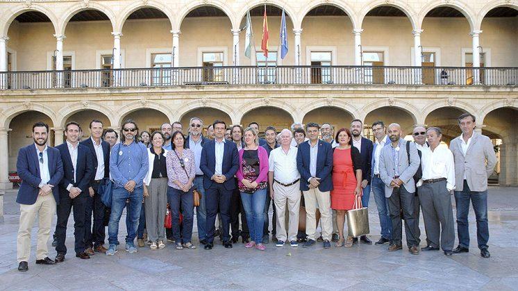 Diversos colectivos, partidos y organismos públicos se han reunido este viernes en Guadix. Foto: Javier Algarra
