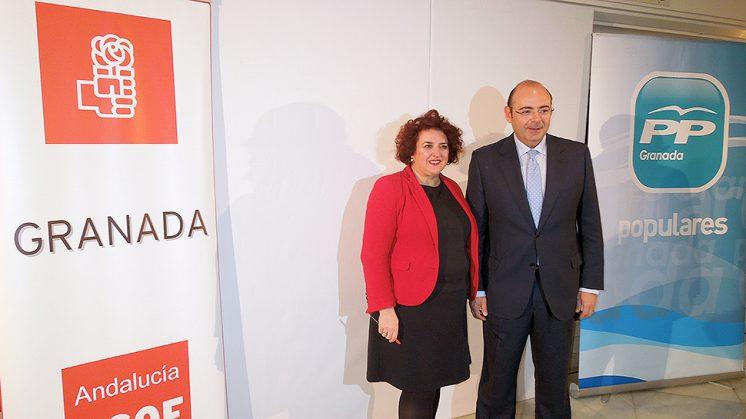 Teresa Jiménez y Sebastián Pérez, juntos, en la rueda de prensa en la que presentaron el 'Pacto por Granada' que posteriormente fracasó. Foto: Luis F. Ruiz
