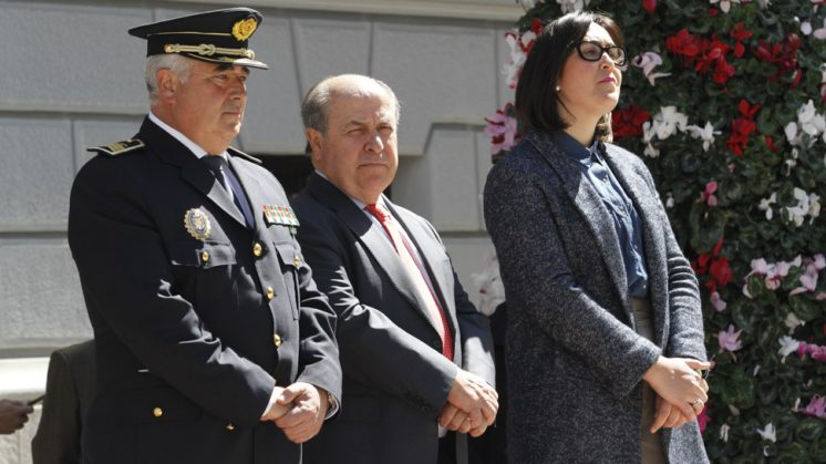 El exjefe de la Policía Local (a la izquierda de la imagen) junto al exalcalde y la exconcejal de Seguridad Ciudadana. Foto: Álex Cámara