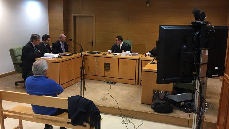 Imagen del tribunal ante el que, mediante videoconferencia, iba a comparecer Víctor Sánchez. Foto: Luis F. Ruiz