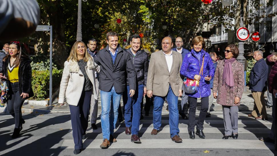 ¿Cuánto mide Pablo Casado?  - Estatura real: 1,77 - Página 8 Pablo-Casado-y-Juanma-Moreno-Mitin-en-Granada-GLG-1