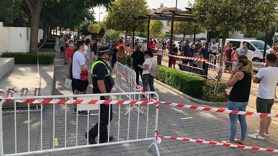 Un centenar de vecinos de Vegas del Genil acude a hacerse la prueba de  coronavirus - Ahora Granada Ahora Granada